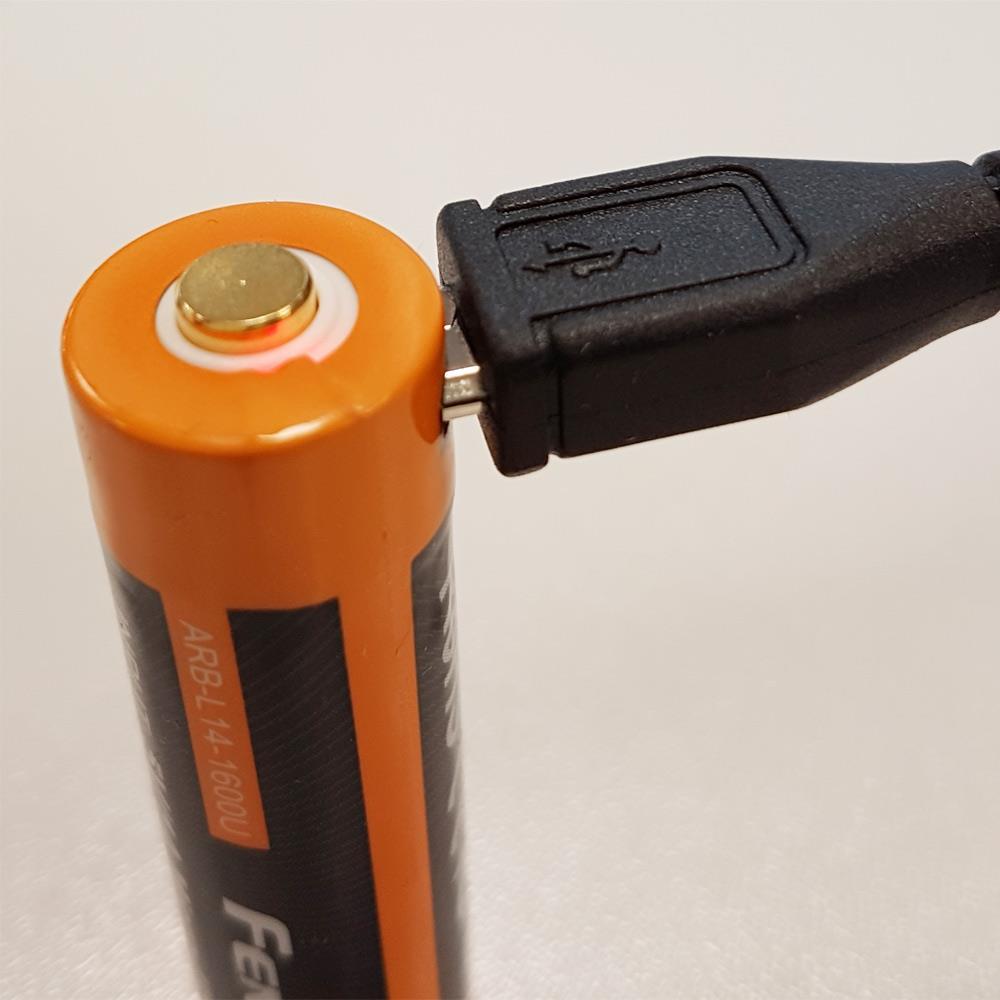 1,5V Li-Ion Mignon AA Akku rote LED