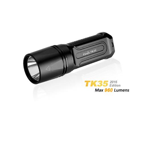 Fenix TK35 2018 XHP35 HI neutral white LED Taschenlampe mit 960 Lumen und 355 Meter Leuchtweite.